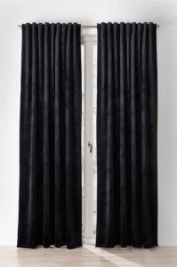 svarta gardiner